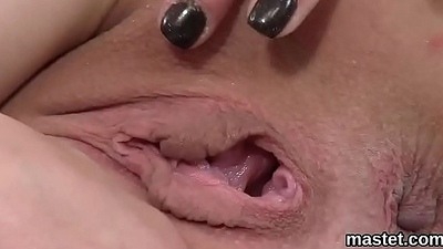 Spicy czech kitten gapes her wet hole hither make an issue of special